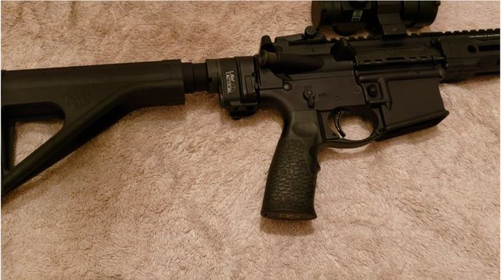 Daniel Defense DDM4 V7P 300 Blackout pistol grip
